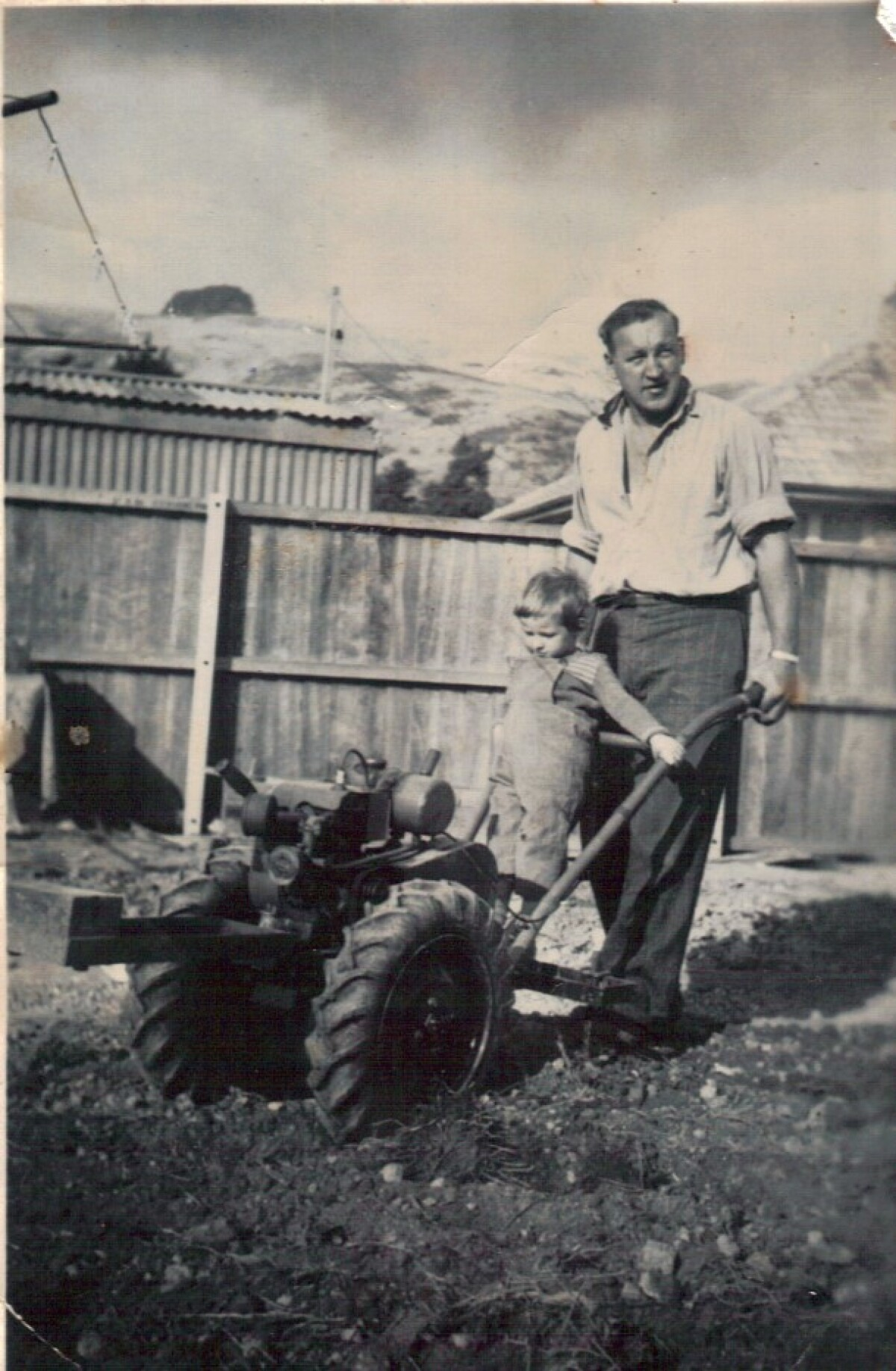 Gardening with Dad in Woolston, 1958. Christchurch City Libraries Photo Hunt. CC BY-NC-SA 4.0. CCL-PH20-DW-126811.